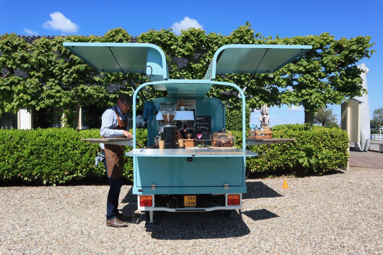 Een zonovergoten 5 mei met Ruud's mobiele coffeebar